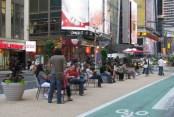 Broadway - Salon urbain. Crédit : Street Blog NYC http://www.streetsblog.org/2008/08/26/in-week-of-carnage-times-looks-askance-at-broadway-traffic-calming/