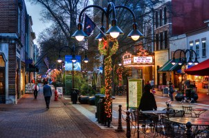 Downtown Mall à Charlottesville. Photo: Bob Mical. Via Smarth Growth America http://bit.ly/1uKYhh1