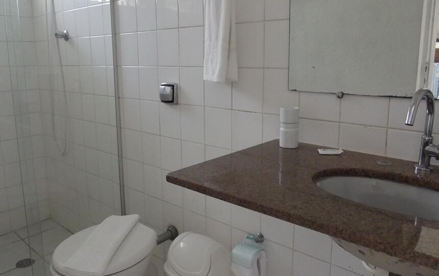 Banheiro Quarto 2 Quadruplo Pousada Oca Poranga Guarujá