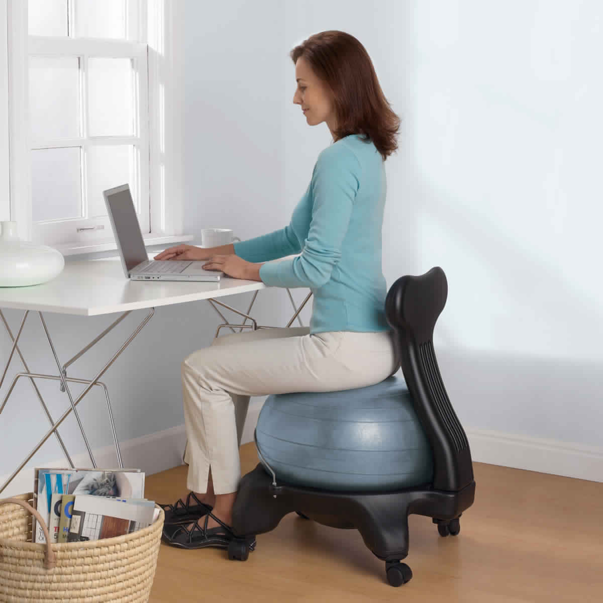 Yoga Ball Desk Chair Benefits Of Using Yoga Ball Chair For Your Home Or Office Pouted