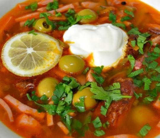 پخت و پز خانه solyanka برای دستور العمل های خوشمزه