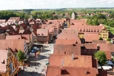 Perspectivă din turnul bisericii St Paul asupra centrului orașului Dinkelsbuehl