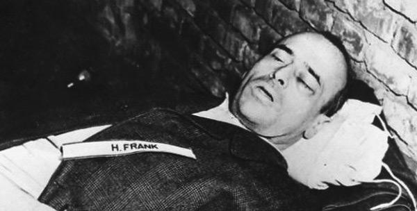Tijelo Hansa Franka nakon vješanja