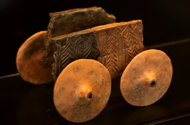 Glineni model kola s Vučedola, 3250. g. p. K.