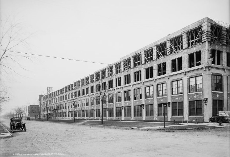 Packard Automotive Plant building no. 10 in construction, 1905.