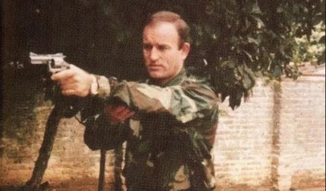 Miro Barešić vježba revolverom u Paragvaju