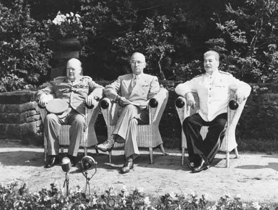 …sa Potsdamske konferencije (Churchill, Truman, Staljin)