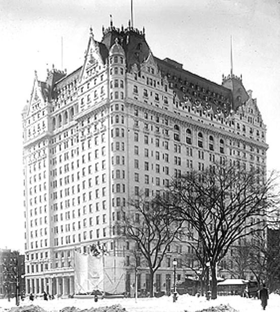 Premijera filma Dražba duša održana je u hotelu Plaza u New Yorku, dana 16. veljače 1919. godine, pod pokroviteljstvom Olivera Harrimana i Georgea Vanderbilta, članova Američkog povjerenstva za pomoć Armencima i Sirijcima.