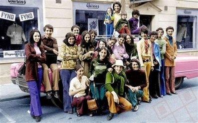 Osama bin Laden u obiteljskom shoppingu u Švedskoj tijekom 1970ih. On je drugi s desna u zelenoj majici.