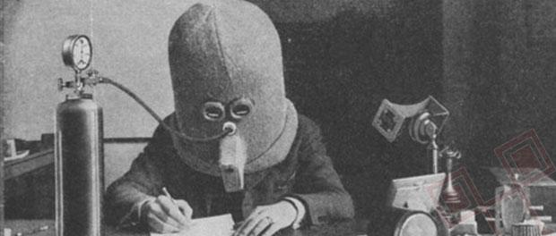Na primjer ovaj izum na donjoj fotografiji koji bi trebao mogućiti što bolju koncentraciju. Pokriva cijelu glavu kako bi se izolirali svi vanjski utjecaji. Ima dovod kisika i male proreze za oči.