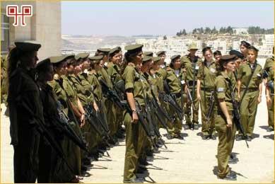 Odred djevojaka na vojničkom raportu svakodnevna je slika na ulici