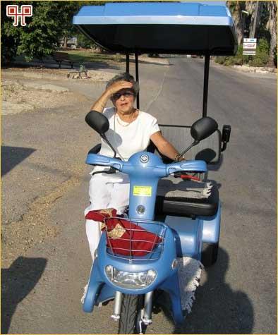 Eva Kelemen, rođena 1918. u Čakovcu, vozila me na ovom motoru u kibbutzu