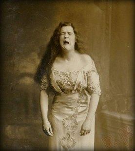 Najstarija fotografija koja je uhvatila kihanje (oko 1900.)