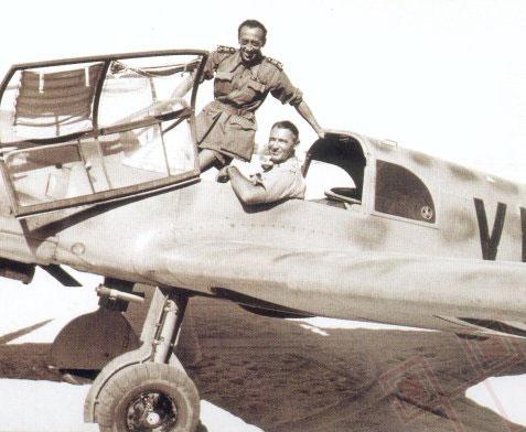 Vimercati Sanseverino stoji na zrakoplovu Bf.108. U njemu sjedi Theo Blaich, koji je od listopada 1943. do listopada 1944. služio na području Nezavisne Države Hrvatske (NSGr 7).