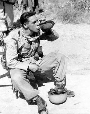 Njemački padobranac tijekom bitke za Siciliju.