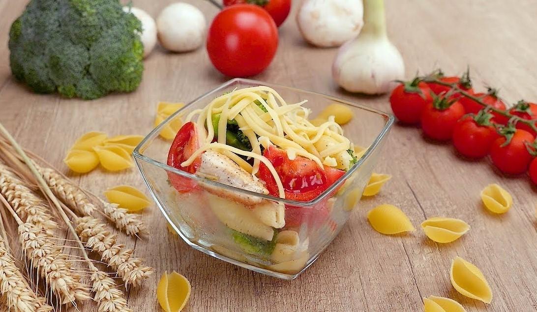 Салат с курицей и макаронами (3090)   Povkusu.com