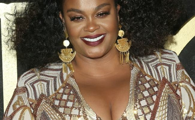 Jill Scott Makes Out With Microphone On Stage During