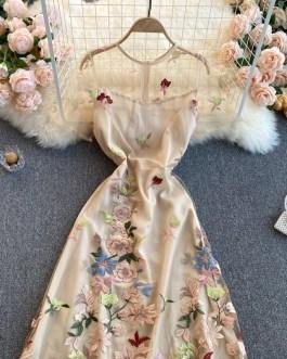 Elegant Embroidered Flower Round Neck Short Sleeve Dress