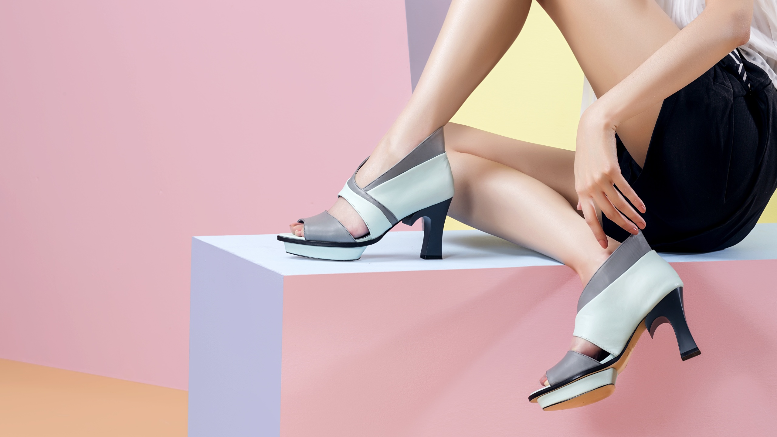 Read more about the article Types Of Footwear For Women In 2021