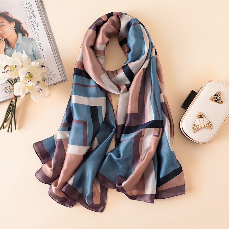 Read more about the article Beautiful Fashion Scarves