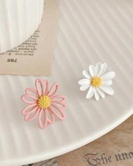 Cute Small Daisy Flower Stud Earrings