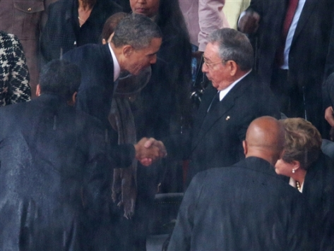 131210-obama-castro-hmed-650a_photoblog600
