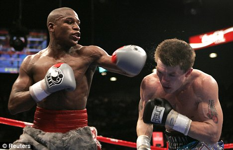 Floyd Mayweather and Ricky Hatton in 2007