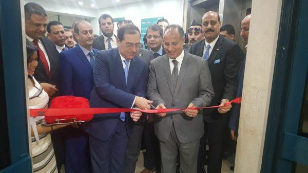 وزير البترول ومحافظ الاسكندرية ورئيس أموك خلال افتتاح اعمال التطوير بمستشفى البترول