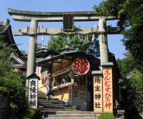 【口コミ】京都の有名縁結びスポット「地主神社」に行ってみよう!