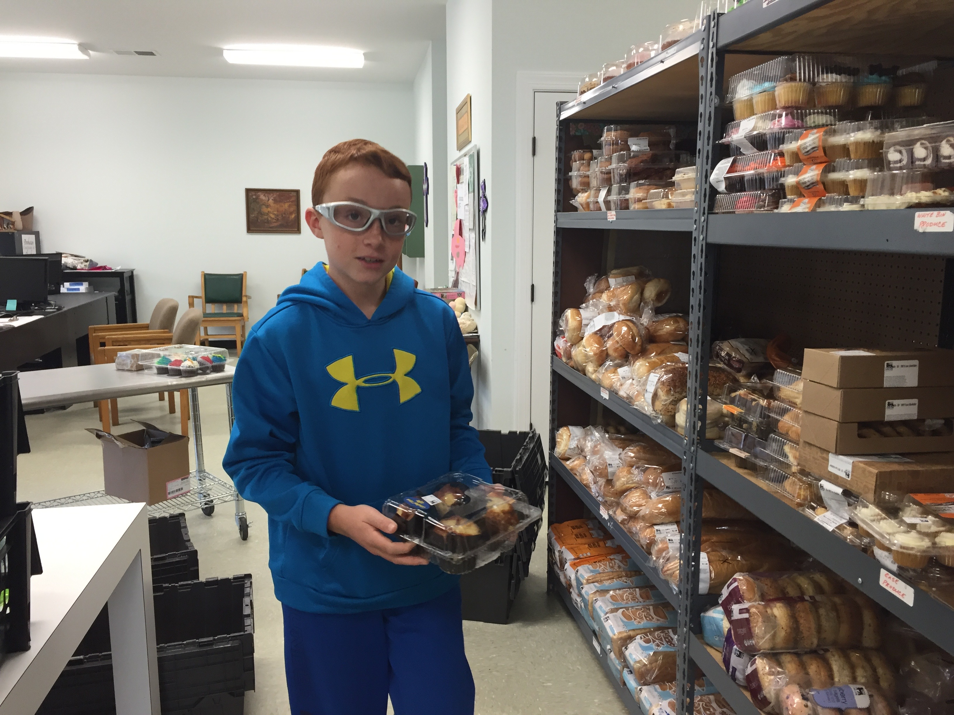 kids with purpose work at the food pantry