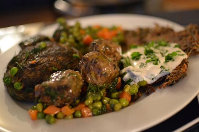 artichoke-meatballs-peas-ensemble