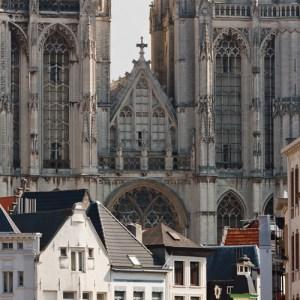 Kathedraal van Antwerpen и старые здания в самом центре города