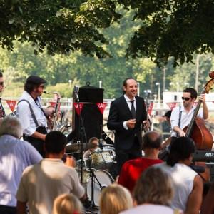 Живой концерт на набережной Шельды