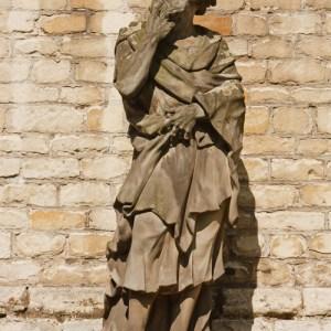 Скульптуры во дворе церкви Sint Pauluskerk
