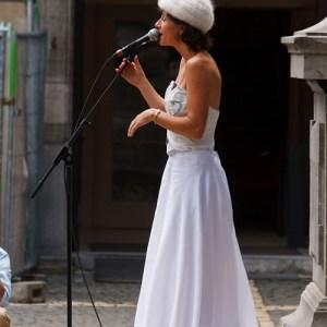 Певица на свадьбе