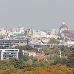 Вид на центр города с крыши университета Антверпена, кампус Groenenborger