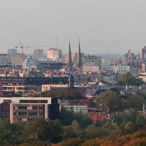 Вид на центр города и здание вокзала с крыши университета Антверпена (кампус Groenenborger)