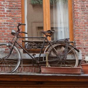 Велосипед на втором этаже дома по улице Klapdorp