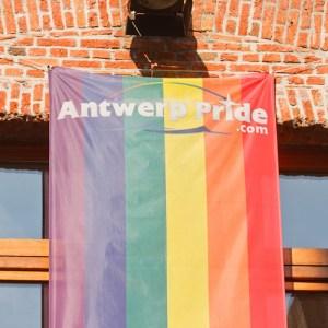 Anwers pride – флаг гомосексуалистов на фасаде дома по улице Klapdorp