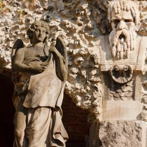 Скульптуры во дворе Sint Pauluskerk