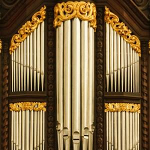 Фрагмент интерьера Sint Pauluskerk: орган над входом в церковь