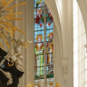 Фрагмент интерьера Sint Pauluskerk: алтарная часть центрального нефа
