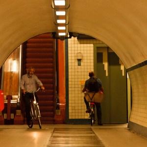 Пешеходный туннель под Шельдой: эскалатор и лифт для людей и велосипедистов