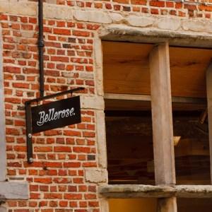 Магазин в очень старом доме на Shuttershofstraat