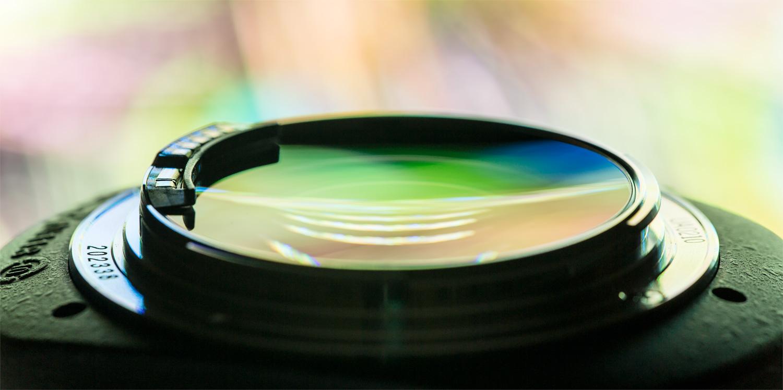 Байонетное крепление объектива EF 85mm f/1.2L II USM. Старайтесь обращаться предельно аккуратно, чтобы не повредить стекло и контакты