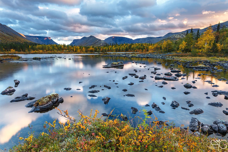 Полигональные озёра на исходе дня