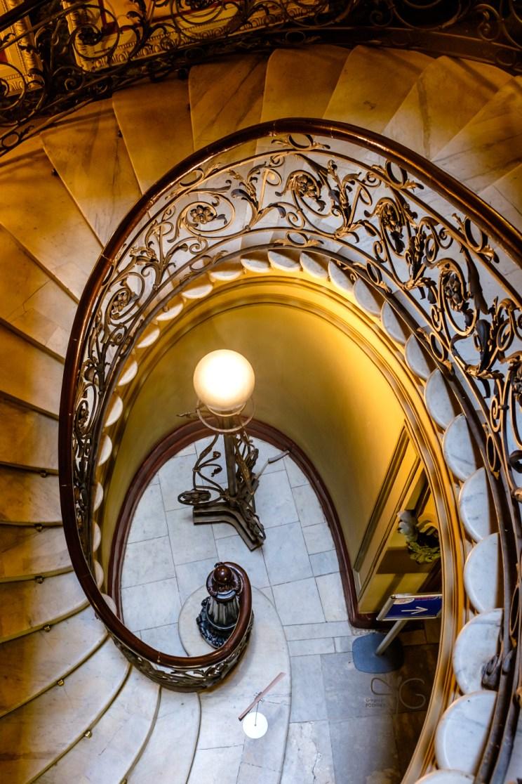 Парадная лестница в доме Елисеевых на Биржевой линии, 14