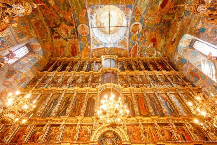 Church of Elijah the Prophet in Yaroslavl: iconostasis and frescoes