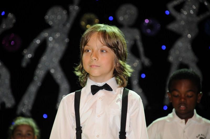 Alp Eren Khamis Çocuklar Duymasın dizisinde kimlerle rol almaktadır