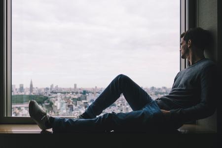 Lęk przed samotnością – skąd się bierze, z czego wynika i co z nim zrobić?